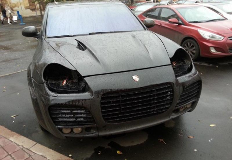 В Кемеровской области зарегистрировано 18 случаев хищения передних блок-фар с автомобилей двух марок — «Порше Кайен» и «Фольксваген Туарег»