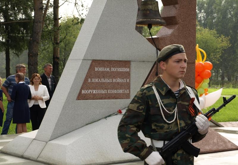 В Мысках на поселке Ключевой торжественно открыт Мемориальный комплекс воинам, погибшим в локальных войнах и вооруженных конфликтах