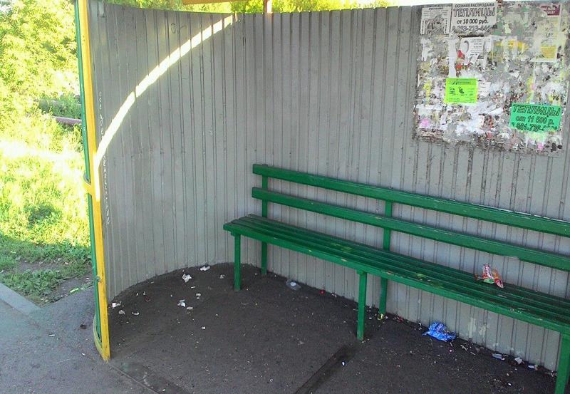 Жители поселка Подобас просят установить урны на автобусных остановках