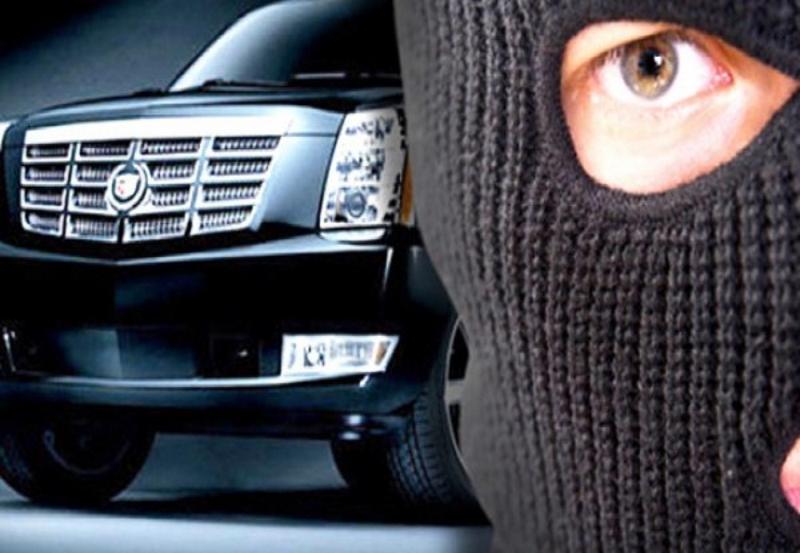 Мысковчанин в Новокузнецке проникал в оборудованные сигнализацией автомобили и похищал находившиеся в салоне ценные вещи
