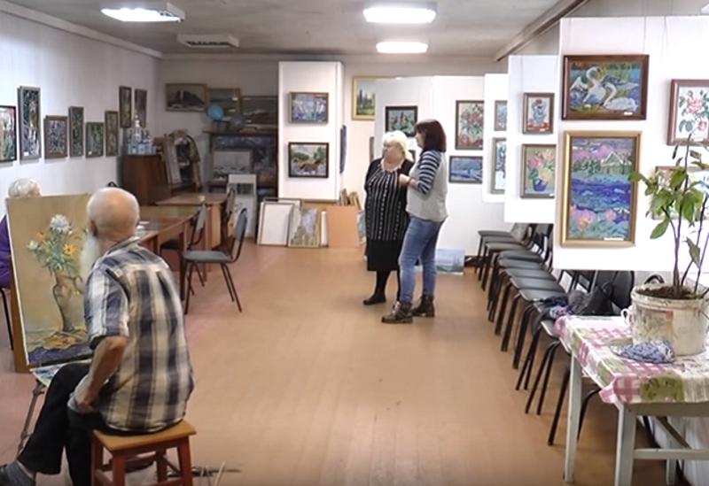 В Мысковской народной картинной галерее открылась выставка работ из бисера