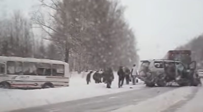Видео с места ДТП с участием автобуса ПАЗ компании Мечел «Южный Кузбасс»