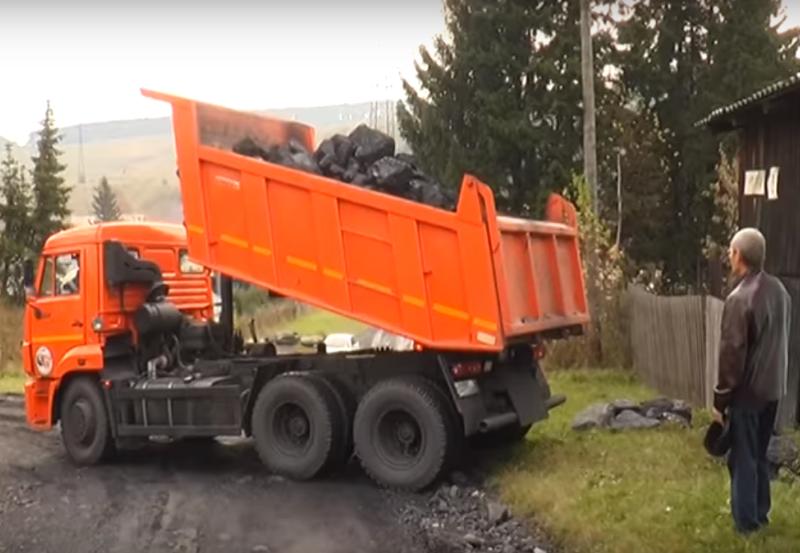 В Мысках завершилась благотворительная акция по доставке угля