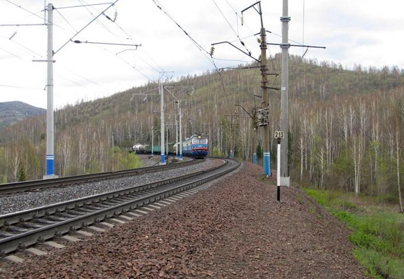 Рыбак из Междуреченска погиб, замкнув удочкой провода над железной дорогой