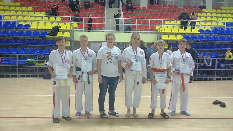 Мысковские спортсмены заняли призовые места по стилевому каратэ в Хакасии
