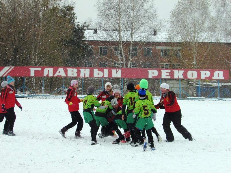 В Мысках состоялся открытый турнир по регби «Овальный мяч»
