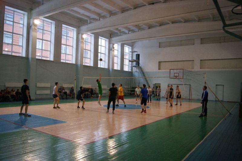 В Томь-Усинском энерготранспортном техникуме состоялся турнир по волейболу