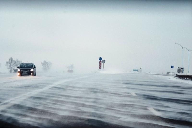 Кузбассовцам обещают порывистый ветер, снег и метели