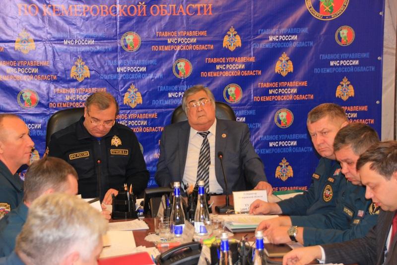 Аман Тулеев встретился с главой МЧС РФ Владимиром Пучковым