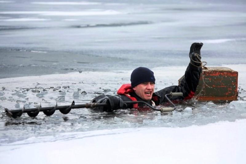 МЧС России предупреждает любителей подледного лова об опасности выхода на водоемы