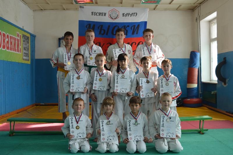 Мысковские спортсмены стали победителями соревнований по спортивному контактному каратэ в г.Осинники