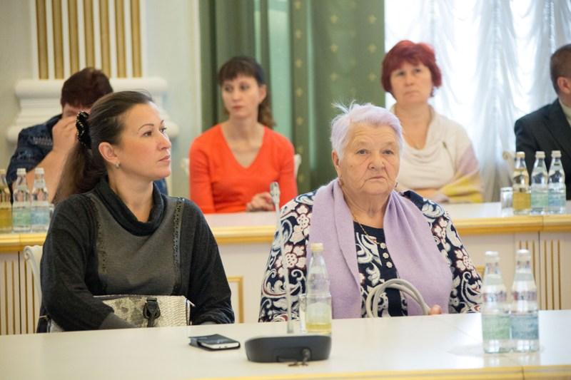 Аман Тулеев встретился с родителями, вдовами и детьми кузбасских полицейских, погибших при исполнении служебного долга