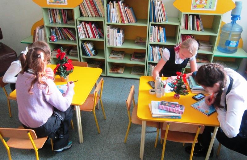В детской библиотеке состоялась акция «Поздравь Деда Мороза!»
