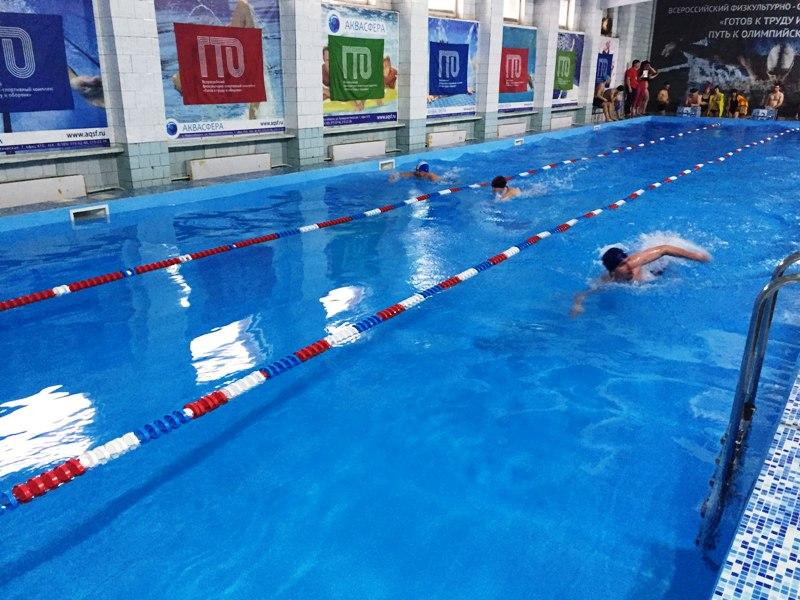 В Мысках прошло открытое первенство города по плаванию среди юношей и девушек