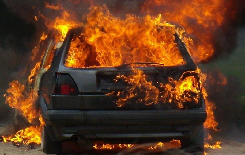 В Мысках сгорел автомобиль ВАЗ 2108