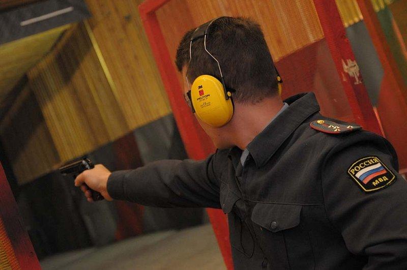Среди сотрудников Отдела МВД России по г. Мыски прошли соревнования по стрельбе из пистолета и мини-футболу