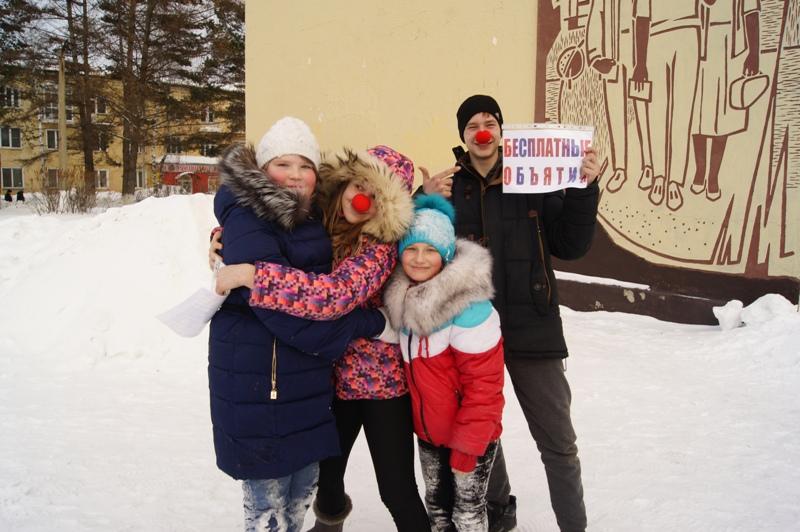 На площади «ДК им. Горького» состоялась акция, посвященная Дню объятий