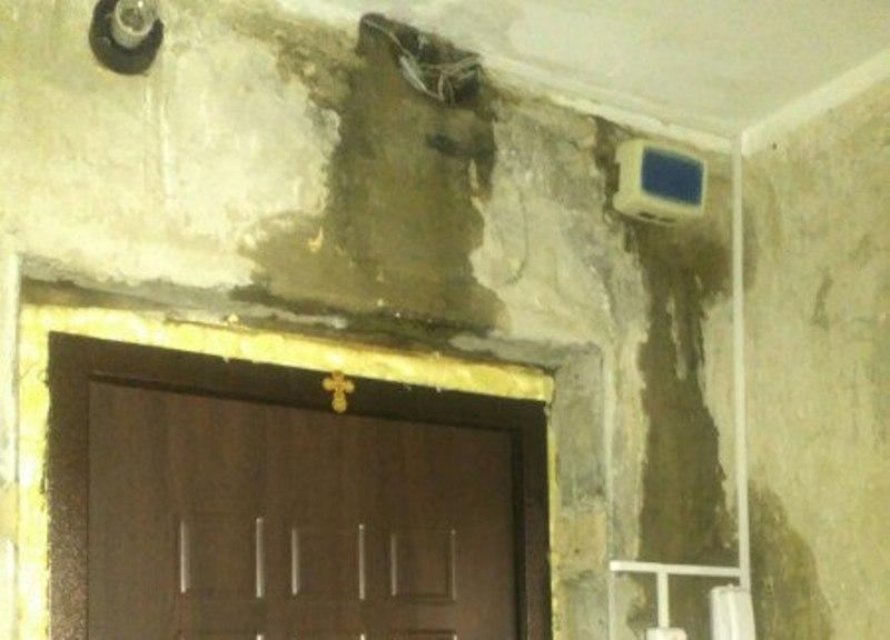 Квартиры жителей 17 квартала дома №20 топит из-за оттепели