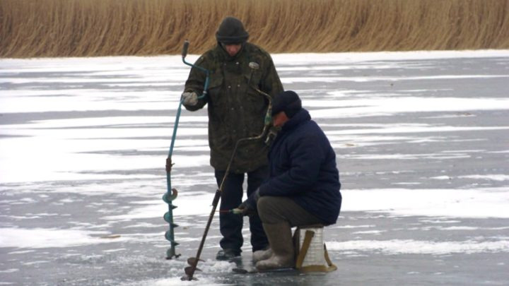 МЧС Кузбасса напоминает о правилах зимней рыбалки