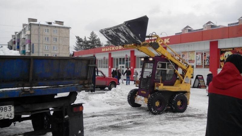 Мысковчане провели массовый субботник по уборке снега