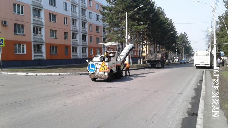 В Мысках приступили к ямочному ремонту дорог