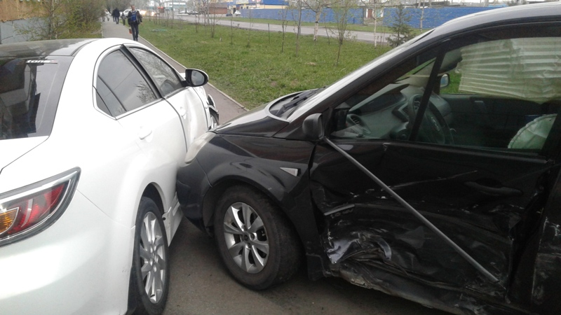 В Мысках произошло ДТП с участием Mazda и Renault