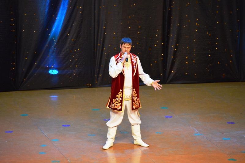 В Мысках состоялся XI открытый городской фестиваль-конкурс «Льются песни крылатые»
