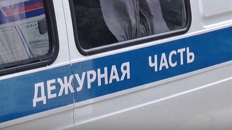 Житель Мысков сорвал антикражные датчики и похитил для любимой спортивный костюм