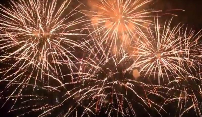 Праздничный фейерверк в честь Дня шахтёра в Мысках