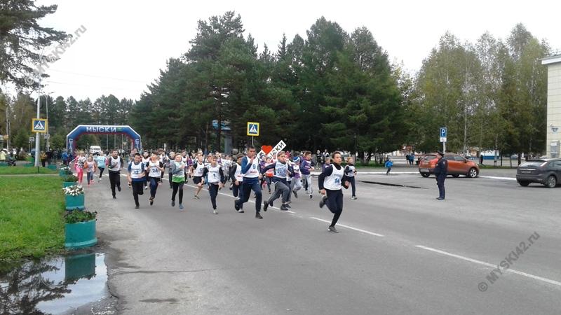 В Мысках прошел Всероссийский день бега «Кросс Нации»