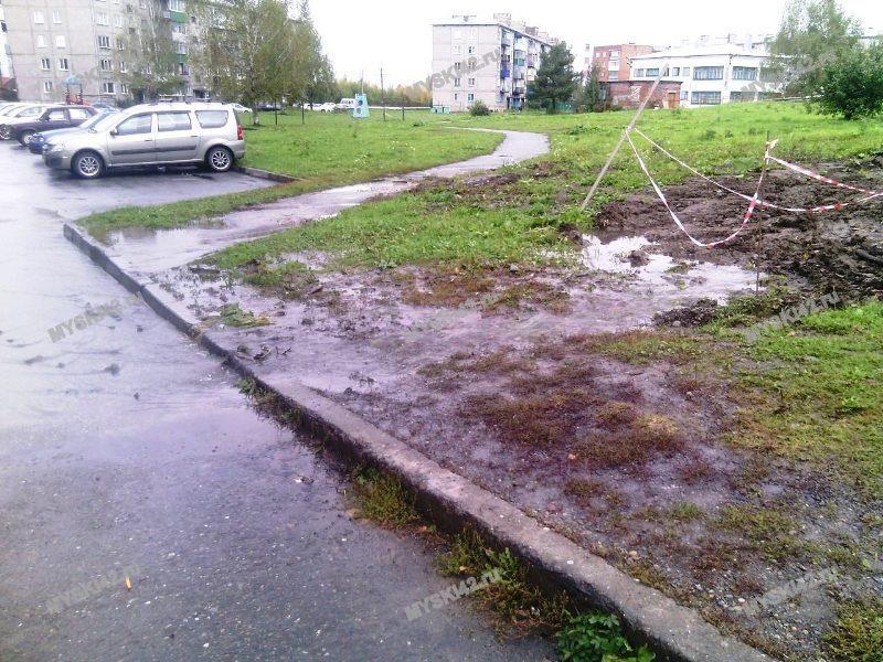 Работы закончили, а газон не восстановили