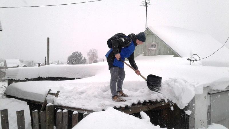 Мысковчане вышли на массовую уборку снега