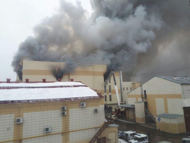 Число погибших при пожаре в ТЦ «Зимняя вишня» в Кемерово превысило 35 человек