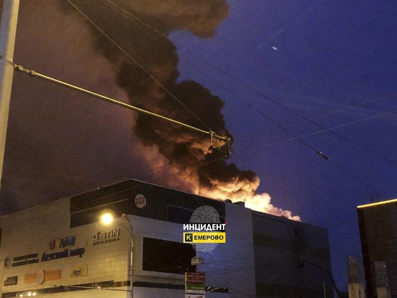 В Кузбассе введен режим ЧП из-за пожара в торговом центре «Зимняя вишня»