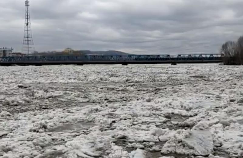 В Междуреченске вскрылась река Уса