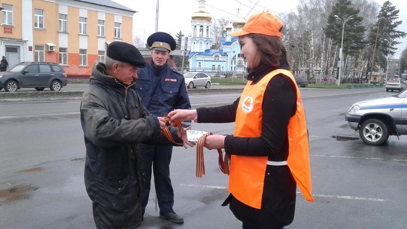 В Мысках автолюбителям вручили Георгиевские ленточки
