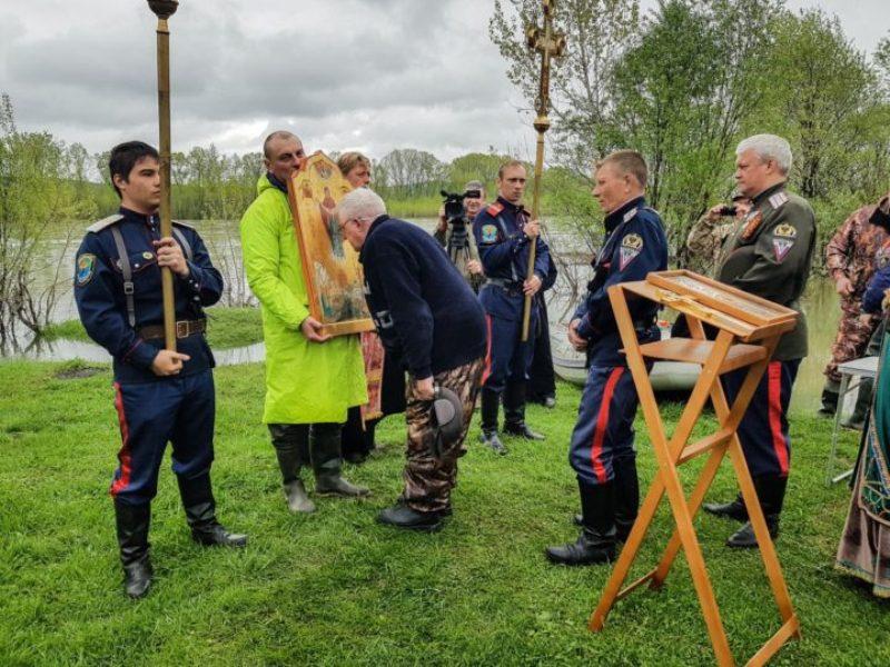 Участники крестного хода-сплава по реке Томь посетили Мыски
