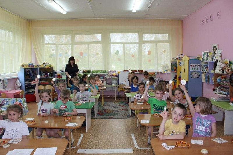 В детском саду «Журавушка» прошел мастер-класс по изготовлению светоотражающих элементов