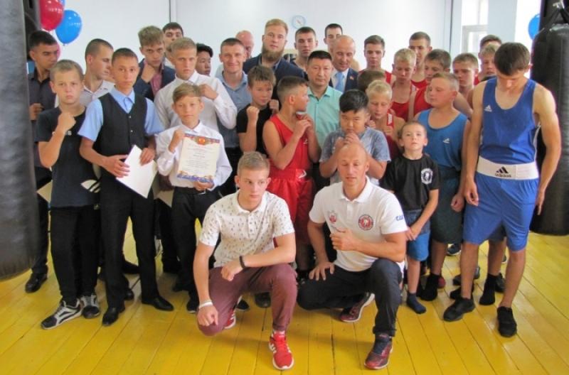 Мысковским боксерам вручен сертификат на новый инвентарь от Федерации бокса Кузбасса