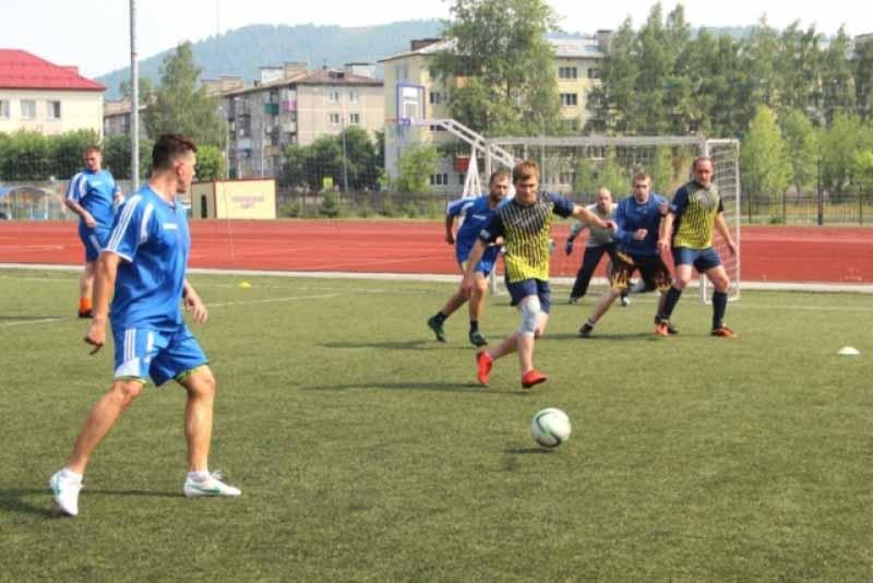 «Южный Кузбасс» провел турнир по мини-футболу, посвященного памяти бывшего директора ГОФ «Томусинская» Анатолия Опекунова
