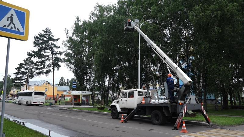 В Мысках продолжается замена уличных светильников старого образца на новые – светодиодные