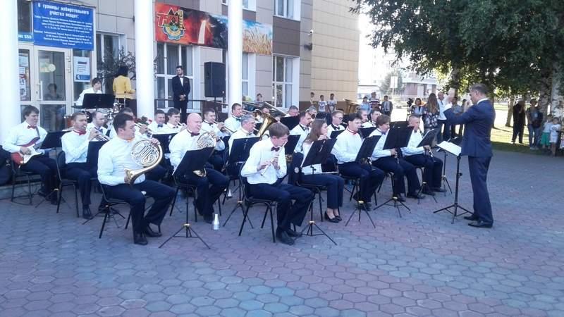 В Мысках выступил Губернаторский духовой оркестр