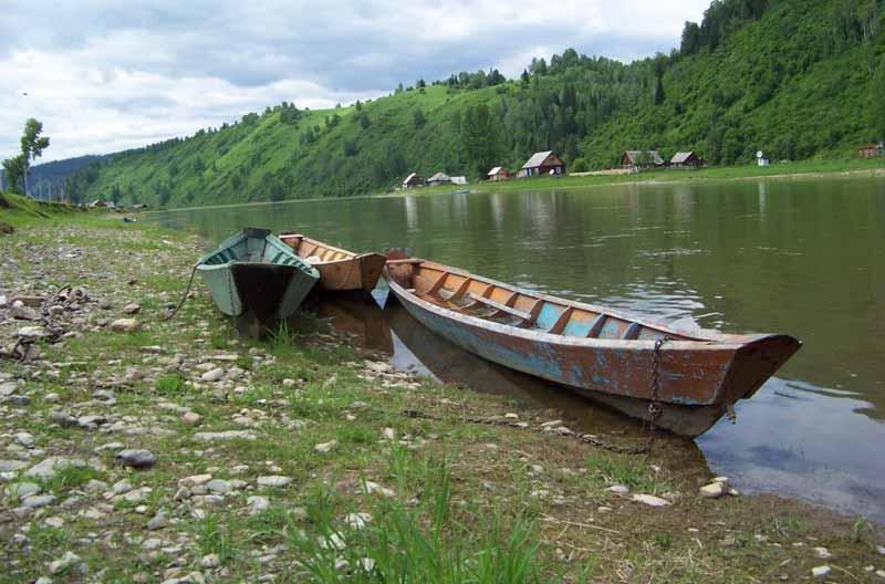 Мысковским лодочникам вручили удостоверения на право управления маломерным судном