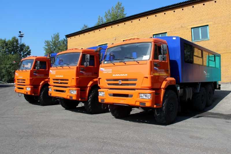 «Южный Кузбасс» приобрел три вахтовых автомобиля КамАЗ