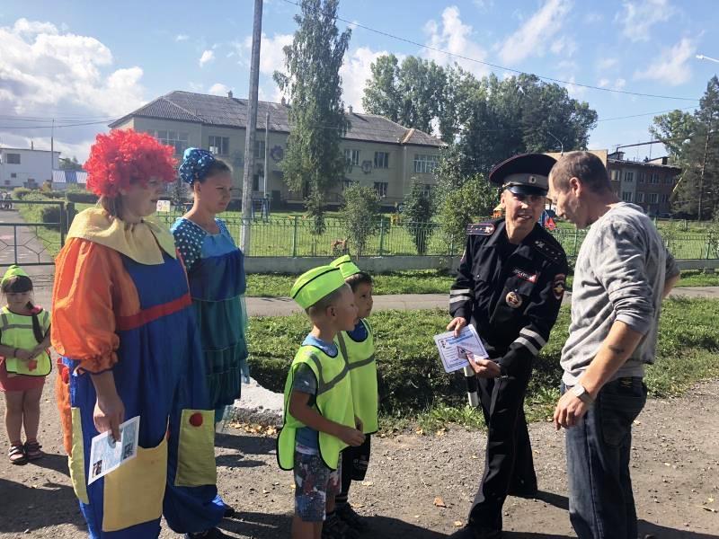 В Мысках сотрудники ГИБДД и воспитанники детского сада «Одуванчик» провели акцию «Внимание! Юный пешеход!»