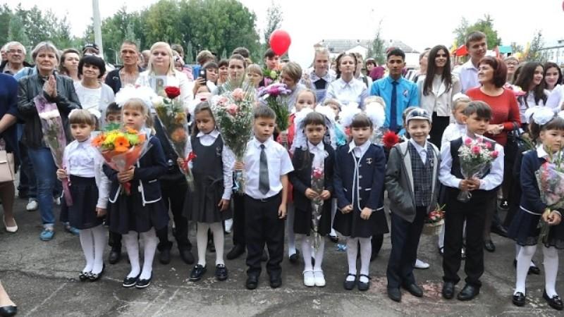 В Мысках учебный год начался для 5660 школьников