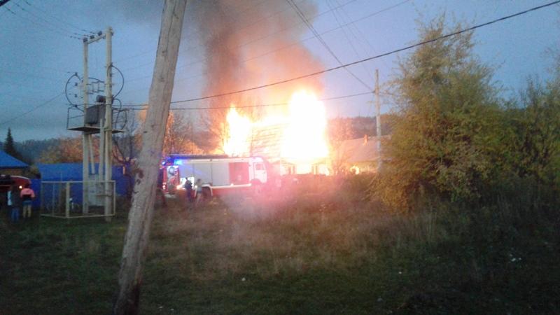 В Мысках на переулке Прямой сгорел частный жилой дом