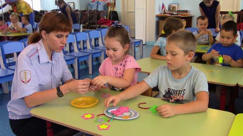 В детском саду «Одуванчик» прошел мастер-класс по изготовлению светоотражающих элементов