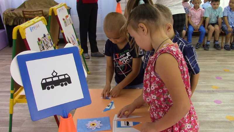 В Мысках полицейские провели викторину по дорожным правилам для дошкольников