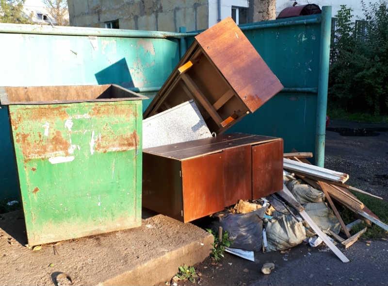 В Мысках компания по вывозу мусора продолжает вызывать недовольство у горожан